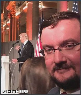 Repik selfie at Trump speech